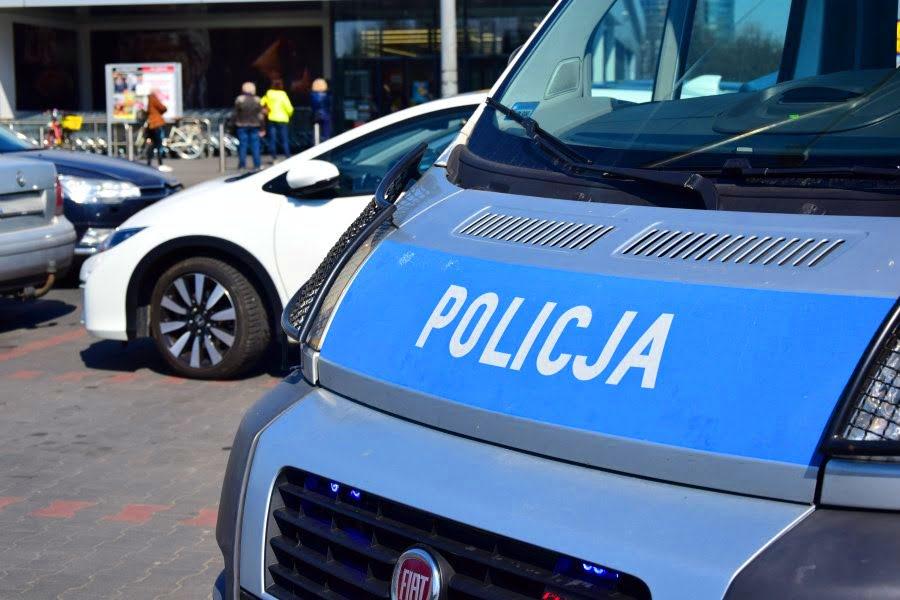 Policjanci stanowczo wyegzekwują naruszenie obostrzeń